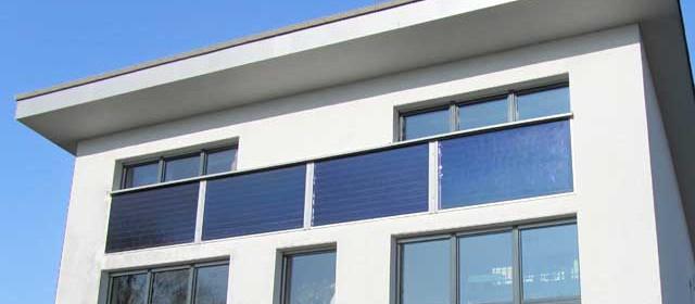 Passivhaus mit fassadenintegrierter Solartechnik