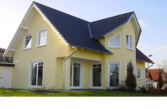 Einfamilienwohnhaus mit großem Zwerchgiebel